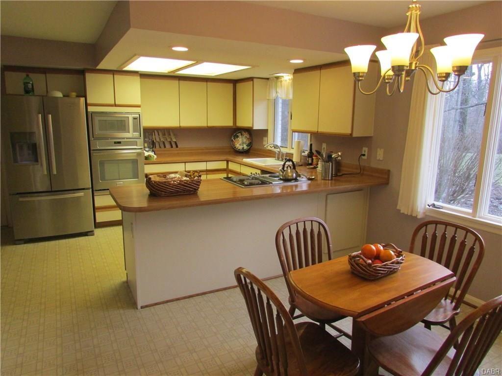 tri-level-kitchen-nook