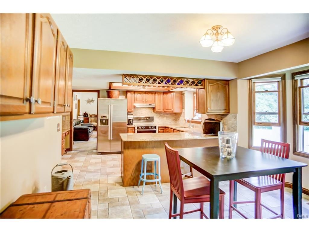 tri-level-kitchen-nook-family-room