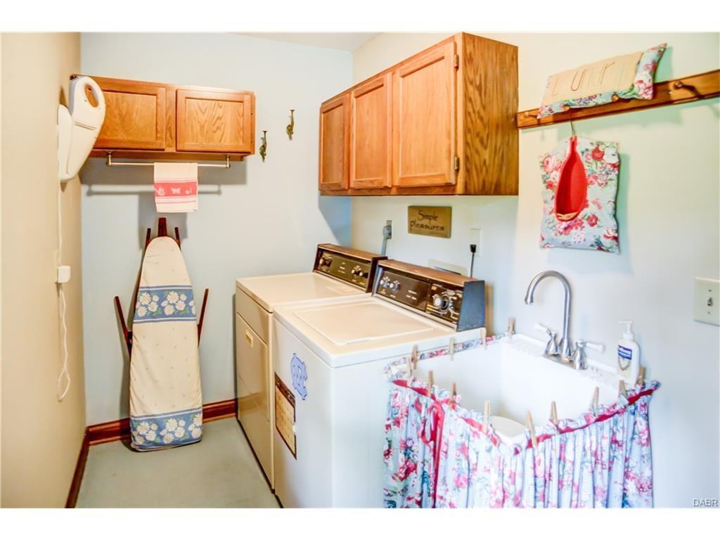tri-level-laundry-room